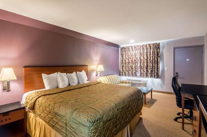 Rodeway Inn - Arlington - Bedroom
