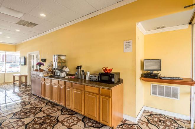 Rodeway Inn - Arlington - Buffet
