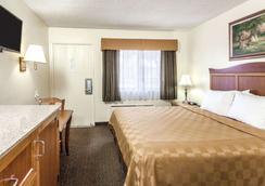 Travelodge by Wyndham Fullerton Near Anaheim - Fullerton - Bedroom