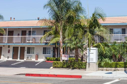 Travelodge by Wyndham Fullerton Near Anaheim - Fullerton - Building