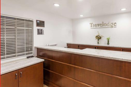 Travelodge by Wyndham Fullerton Near Anaheim - Fullerton - Front desk