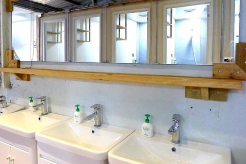Fuqi Hostel - Yuanqi - Tainan - Bathroom