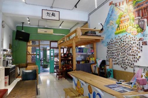 Fuqi Hostel - Yuanqi - Tainan - Front desk