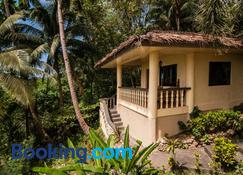 Easy Diving and Beach Resort - Sipalay - Building