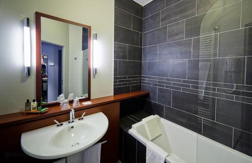 Best Western Plus Hotel Gergovie - Pérignat-lès-Sarliève - Bathroom