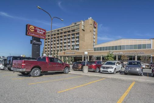 Clarion Hotel and Conference Centre - Calgary - Building