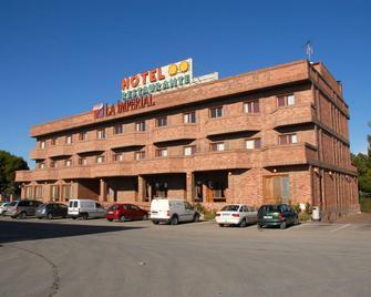 Hotel Restaurante la Imperial - Pedrola - Gebäude
