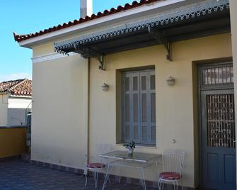 Zeta's vintage house in the centre of Sparta - Sparta - Patio