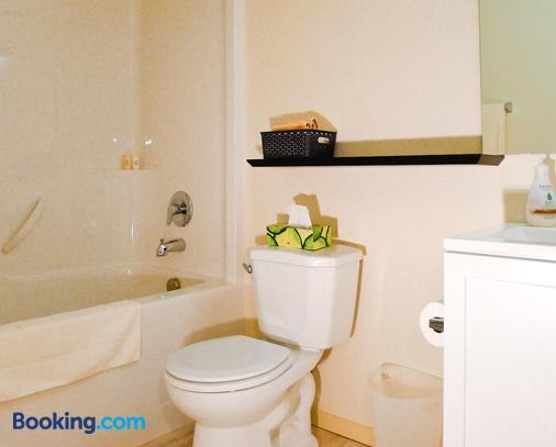 Annarthur Guest House - Nanaimo - Bathroom