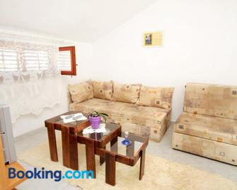 Apartments and rooms with parking space Supetar, Brac - 5658 - Supetar - Wohnzimmer