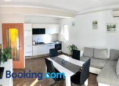 Apartments & Rooms Formenti - Skradin - Huiskamer
