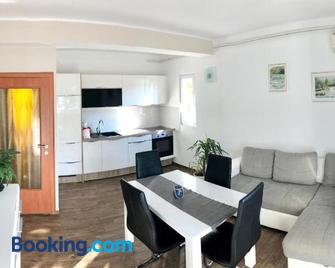 Apartments & Rooms Formenti - Skradin - Wohnzimmer