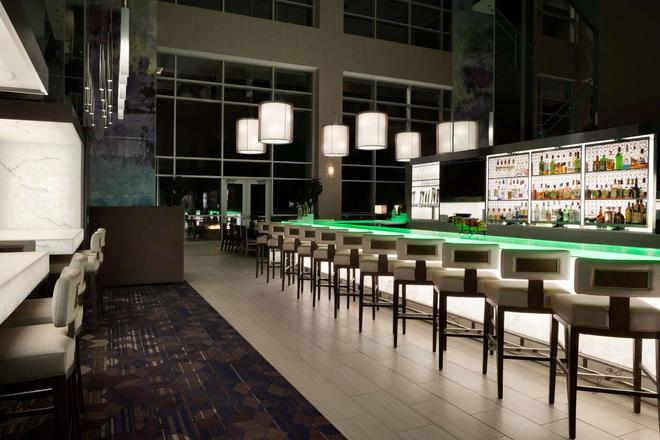 Embassy Suites by Hilton Charlotte Uptown - Charlotte - Bar