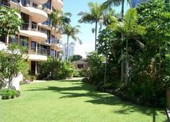 Warringa Surf Holiday Apartments - Surfers Paradise - Außenansicht