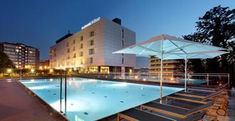 Occidental Bilbao - בילבאו - בריכה
