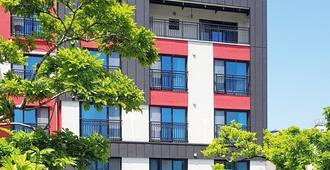 Bed Radio Dongmoon - Hostel - Jeju City - Building