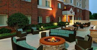 Residence Inn by Marriott Charlotte SouthPark - Charlotte - Patio