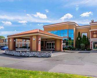 Quality Inn & Suites Albany Airport - Latham - Building