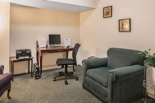 Quality Inn & Suites Albany Airport - Latham - Business centre