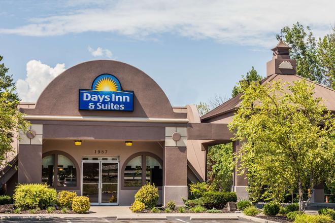 Days Inn & Suites by Wyndham Lexington - Lexington - Edificio