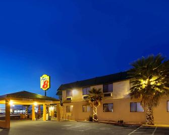 Super 8 by Wyndham Alamogordo - Alamogordo - Building
