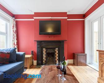 Executive Victorian House - Andover - Living room