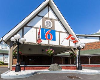 Motel 6 Trenton On - Trenton - Building