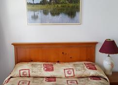 Maples Motel - Orillia - Bedroom