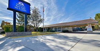 Americas Best Value Inn & Suites - Lancaster - Lancaster - Building
