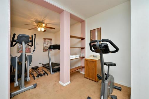 Americas Best Value Inn & Suites Lancaster - Lancaster - Gym