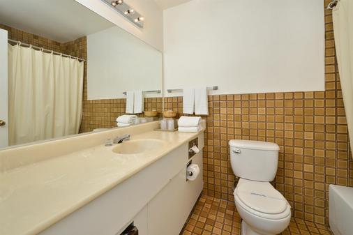 Americas Best Value Inn & Suites Lancaster - Lancaster - Bathroom