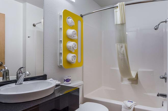 Motel 6 Mcalester, OK - McAlester - Bathroom