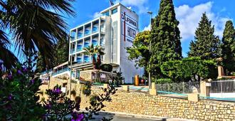 Hotel California - Le Lavandou - Edificio
