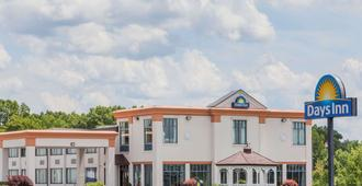 Days Inn by Wyndham Windsor Locks / Bradley Intl Airport - Виндзор Локс