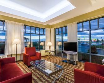 Days Inn by Wyndham Windsor Locks / Bradley Intl Airport - Windsor Locks - Living room