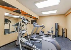 Days Inn by Wyndham Windsor Locks / Bradley Intl Airport - Windsor Locks - Kuntosali