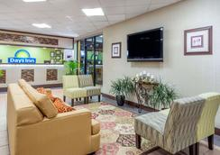 Days Inn by Wyndham Knoxville East - Knoxville - Lobby