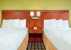 Days Inn by Wyndham Knoxville East - Knoxville - Schlafzimmer