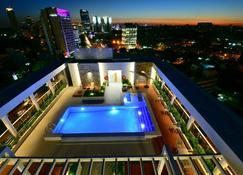 Holiday Inn Express Asuncion Aviadores - Asuncion - Pool