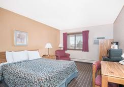 Days Inn by Wyndham Sioux Falls Airport - Sioux Falls - Bedroom