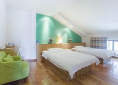 Yangshuo Travelling With Hostel - Yangshuo - Bedroom
