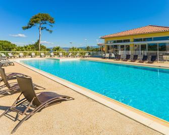 Résidence Lagrange Vacances Les Terrasses Des Embiez - Сі-Фур-ле-Плаж - Pool