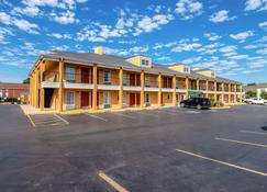 Quality Inn Decatur River City - Decatur - Rakennus