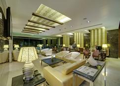 Ramee Grand Hotel and Spa, Pune - Pune - Lobby