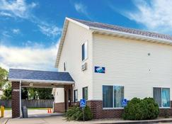 Rodeway Inn - Cedar Rapids - Κτίριο