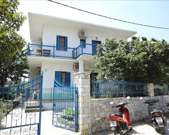 Smile Stella Studios - Skopelos - Building
