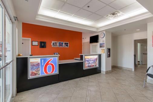 Motel 6 San Antonio Downtown - San Antonio - Front desk