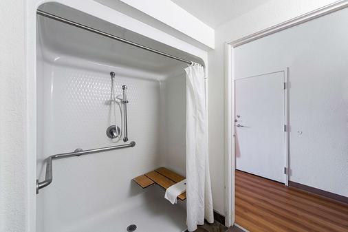 Motel 6 San Antonio Downtown - San Antonio - Bathroom