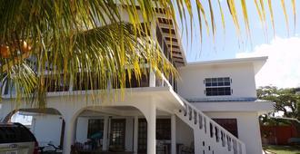 Bamboleo Inn Belize - Belize City - Rakennus