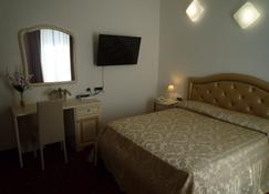 Hotel Centrale - Piombino - Makuuhuone